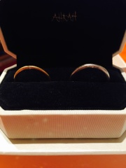 【AHKAH(アーカー)の口コミ】 予算があまり無く予算内で探していました。婚約指輪もコチラで購入したの…