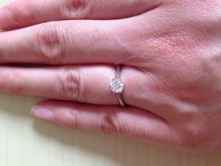 【4℃(ヨンドシー)の口コミ】 ダイヤをトリプルエクセレントの物を選びました。 0.4カラットのものをえ…
