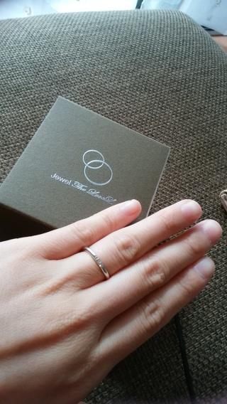 【The LoveL(ザ・ラヴェル)の口コミ】 まず、結婚指輪はどのシーンにも合うシンプルなリングがいいと決めていまし…