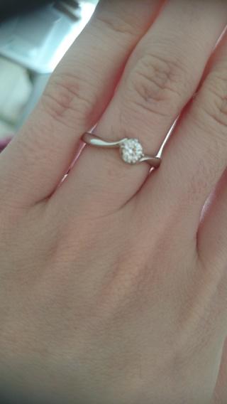 【4℃(ヨンドシー)の口コミ】 旦那さんが内緒で選んでくれました。私は、指が細く色が白いので、より綺麗…