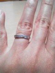 【銀座ダイヤモンドシライシの口コミ】 婚約指輪はダイアモンドがたくさん付いているタイプのものを頂いたので、結…