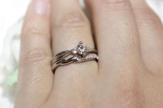 【William-LennyDiamond(ウィリアム・レニー・ダイヤモンド)の口コミ】 結婚指輪とセットで着けられる指輪が良くて、色々と検討しました。ジュエ…