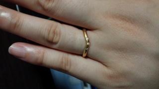 【ティファニー(Tiffany & Co.)の口コミ】 私の肌色(白い)に合ったローズゴールドだったこと、緩やかなカーブで指に…