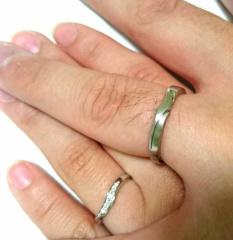 【俄(にわか)の口コミ】 指が短くてコンプレックスだった私はV字型やウェーブ型の指輪が良かったの…