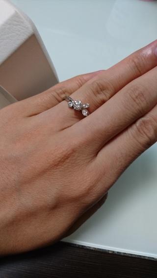 【カオキ ダイヤモンド専門卸直営店 の口コミ】 もともとあるデザインの指輪を彼がアレンジして、作ってくれました。中央…