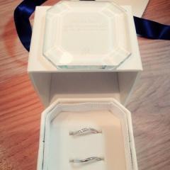 【4℃(ヨンドシー)の口コミ】 結婚する前に購入。 細みの一本線より曲線の物を探していた為、その要望を…
