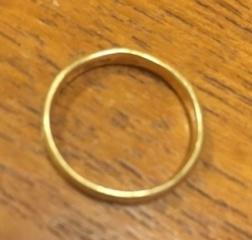 【ete(エテ)の口コミ】 普段、ほとんど指輪をつけないのでシンプルで飽きのこないデザインの物を…