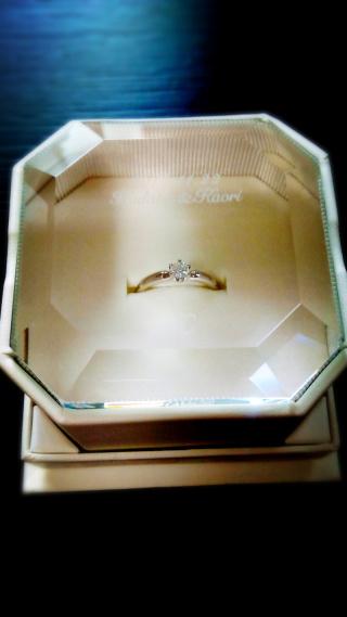 【4℃(ヨンドシー)の口コミ】 シンプルで飽きのこないデザインが魅力的でこの指輪にしました。 指にはめ…