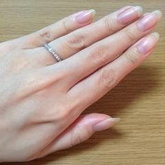 【ROYAL ASSCHER(ロイヤル・アッシャー)の口コミ】 婚約指輪との重ね付けをしたかったので、婚約指輪を決めてからこちらを決め…
