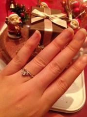 【アイプリモ(I-PRIMO)の口コミ】 優しい雰囲気が良かったので、真っ直ぐよりもカーブのあるものを。婚約指輪…