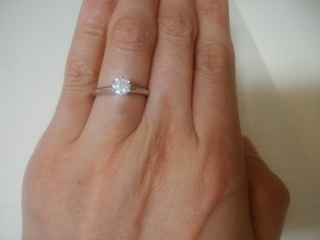 【ティファニー(Tiffany & Co.)の口コミ】 もともと婚約指輪を購入する予定は特にありませんでした。結婚指輪だけで…