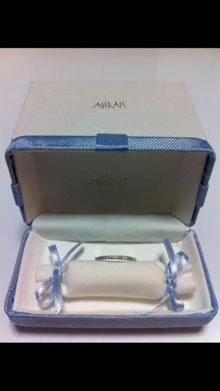 【AHKAH(アーカー)の口コミ】 デザインがとても気に入っていて、結婚指輪との相性も抜群。日常的につけ…