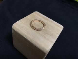 【4℃(ヨンドシー)の口コミ】 可愛いデザインが沢山ありましたが、この指輪は2人とも一目みて気に入り、…