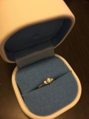 【銀座ダイヤモンドシライシの口コミ】 一番の決め手は、恋人が似合うものを選んでくれたからです。 指が太めのた…