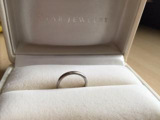 【スタージュエリー(STAR JEWELRY)の口コミ】 プラチナでシンプルなタイプの指輪を探していたのでこちらを見つけて即決し…