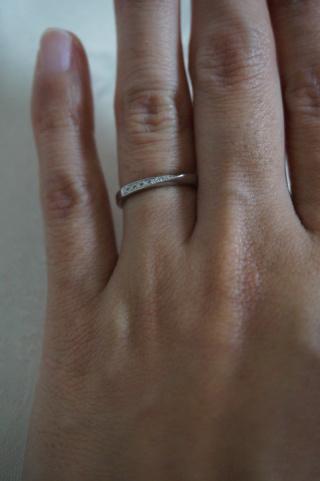 【CITIZEN Bridal(シチズンブライダル) / ディズニーシリーズの口コミ】 私は指の関節がごつごつ出ていますので、スマートな斜めにラインされてい…