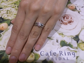 【Cafe Ring(カフェリング)の口コミ】 婚約指輪と結婚指輪をまとめて、主人と探しに行きました。そのためセット…
