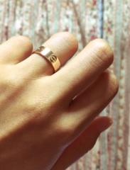 【カルティエ(Cartier)の口コミ】 ゴールド系の結婚指輪を希望しており、家事をする際もつけていたかったので…