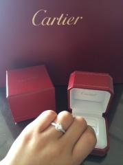 【カルティエ(Cartier)の口コミ】 デザインがとてもきれいで、周りにダイヤモンドがあるので、中央にあるダイ…