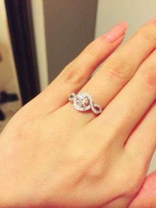 【ハリー・ウィンストン(Harry Winston)の口コミ】 一粒のダイヤよりも、結婚指輪と重ね付け出来て、デイリー使い出来るよう…