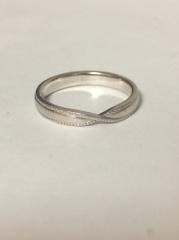 【MAISON RUBUS.(メゾンルーバス)の口コミ】 他にも華奢なデザインのリングと悩みましたが、婚約指輪との重ねづけが一…