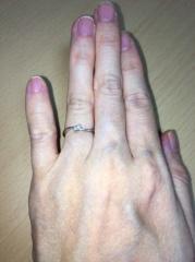 【ジュエリーツツミ(JEWELRY TSUTSUMI)の口コミ】 夫が私の誕生日にサプライズでプロポーズしてくれた時にもらった物なので、…