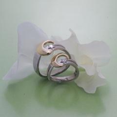 【Houte Couture Jewelry KIKUI Bridal】【お客様の想いをカタチにします  世界にたった一つだけの記念のリング】完全フルオーダーで、素敵な想いを大切なリングにします。 K18WG/YGダイヤ入リング&K18WG/YGリング
