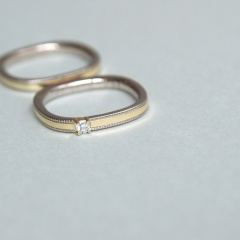 【mina.jewelry(ミナジュエリー)】2色のゴールドのはめ込みマリッジリング