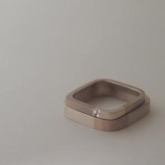 【mina.jewelry(ミナジュエリー)】シカクで2色のマリッジリング