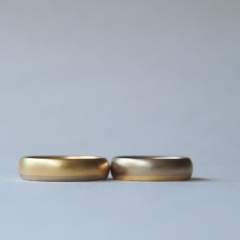 【mina.jewelry(ミナジュエリー)】2色のゴールドのはり合わせマリッジリング