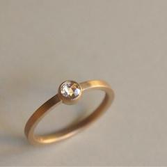 【mina.jewelry(ミナジュエリー)】平打のエンゲージリング