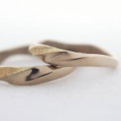 【mina.jewelry(ミナジュエリー)】ウェーブとひねりのマリッジリング