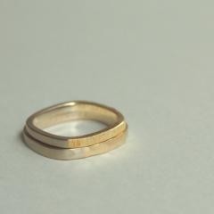 【mina.jewelry(ミナジュエリー)】おそろい2色の自由なマリッジリング