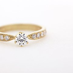 【mina.jewelry(ミナジュエリー)】イエローゴールド+ミルグレイン+ダイヤモンド+メレダイヤ