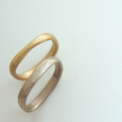 【mina.jewelry(ミナジュエリー)】やさしい質感のマリッジリング