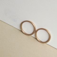 【mina.jewelry(ミナジュエリー)】サイズ以外はすべておそろいのマリッジリング