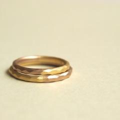 【mina.jewelry(ミナジュエリー)】2色づかいの飽きのこないマリッジリング