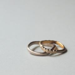 【mina.jewelry(ミナジュエリー)】つける面によって見え方が変わるリング