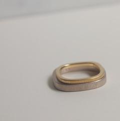 【mina.jewelry(ミナジュエリー)】ザクザク仕上げのマリッジリング