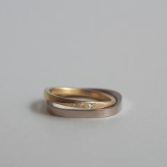 【mina.jewelry(ミナジュエリー)】ダイヤをちりばめたマリッジリング