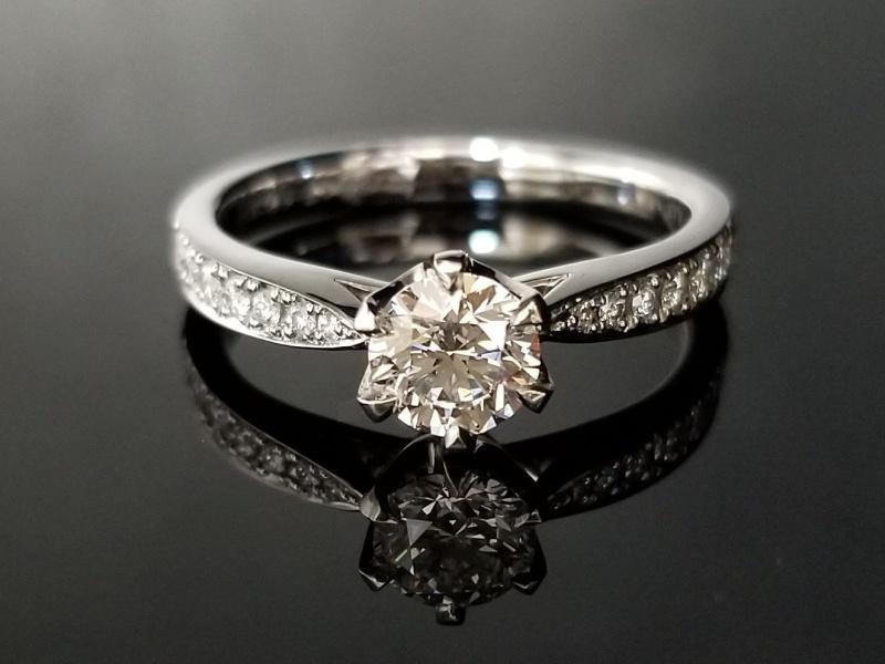 【TANZO(タンゾウ)】重厚かつエレガント、鍛造製法でお造りした婚約指輪
