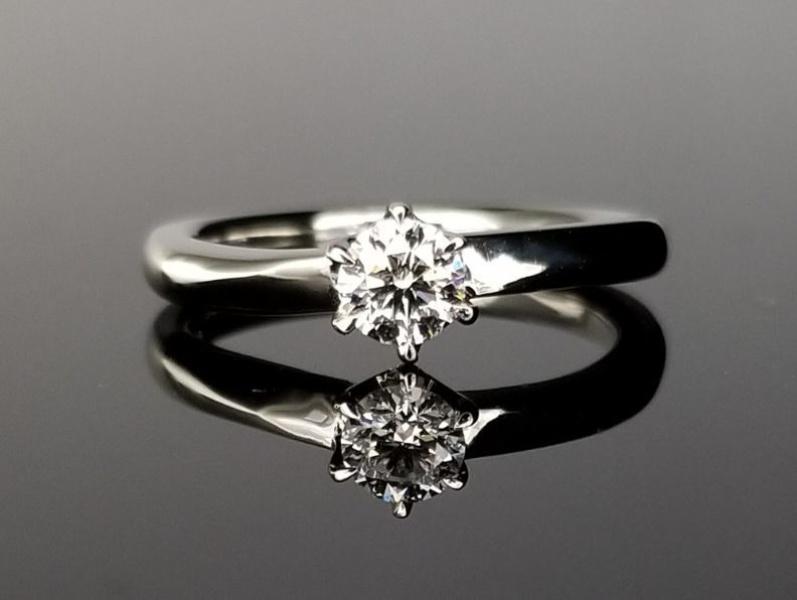 【TANZO(タンゾウ)】結婚指輪との重ね着けも楽しめるセットリング