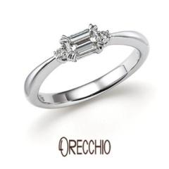【ORECCHIO(オレッキオ)】<pipi>中心に向かって絞られたアームと両サイドのメレダイヤで華やかな婚約指輪