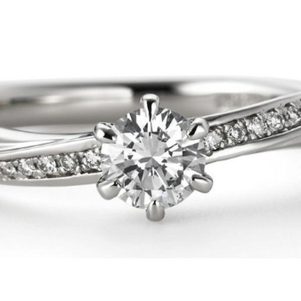【ORECCHIO(オレッキオ)】クレッシェンド ~結婚指輪との重ね付けでより華やかでエレガントな婚約指輪
