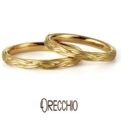 【ORECCHIO(オレッキオ)】ヴィーヴォ ~シンプルな中に動きのある三つ編みのようなデザインが特徴の結婚指輪
