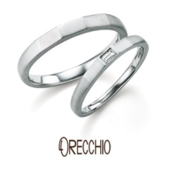 【ORECCHIO(オレッキオ)】<safari>ほどよく角を持たせたアームにバゲットカットダイヤでアクセントを