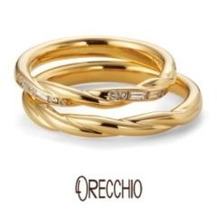 【ORECCHIO(オレッキオ)】クローブ~流れるような曲線の中に四角いバゲットカットダイヤを配置した結婚指輪