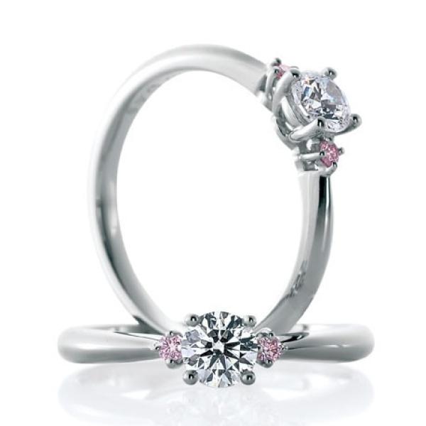 【山城時計店(やましろとけいてん)】【アイレス】可愛いらしいピンクのつばさがダイヤを支える