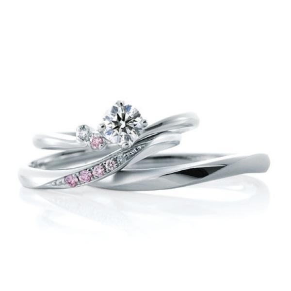 【山城時計店(やましろとけいてん)】【ローブドゥマリエ】希少なピンクダイヤモンドのグラデーションが美しい結婚指輪