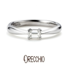 【BIJOUPIKO(ビジュピコ)】<pipi>婚約指輪 エメラルドカットダイヤの輝きが際立つシンプルなデザイン